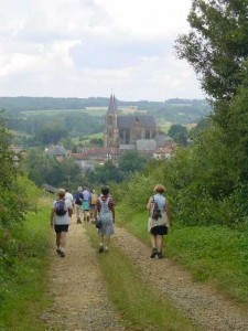 balade promenade vers Avioth est sa basilique au milieu des champs