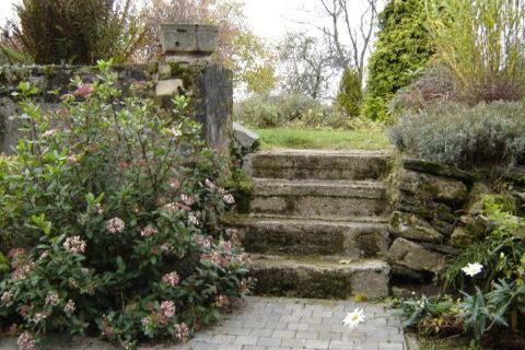 Charme de la Grange - terrasse donnant accès au jardin